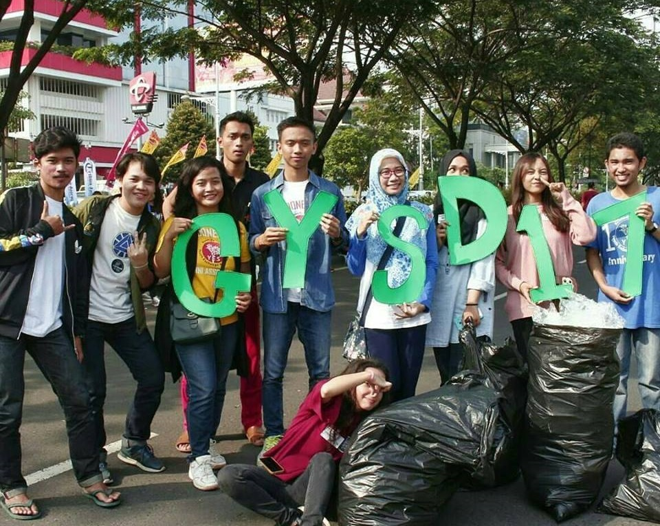 Indonesia Trash Clean Up2