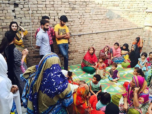 Simple Pakistani Eid Al-Fitr Feast - List-article-July-2016-Pakistan-3-a-Alumni-share-stories-with-children-for-the-Eid-al-Fitr-500  HD_389466 .jpg