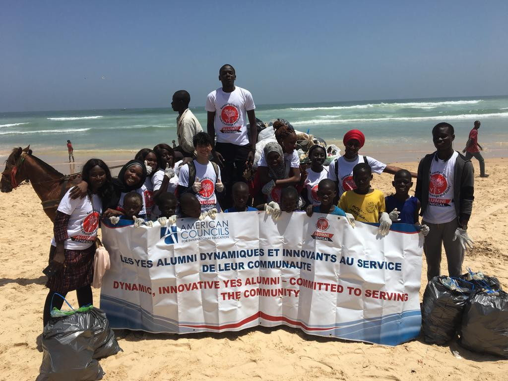 Senegal Dakar Yes Alumni Along With Children Who Helped Them And Yes Abroad Student Devin After Their Gysd Beach Clean Up