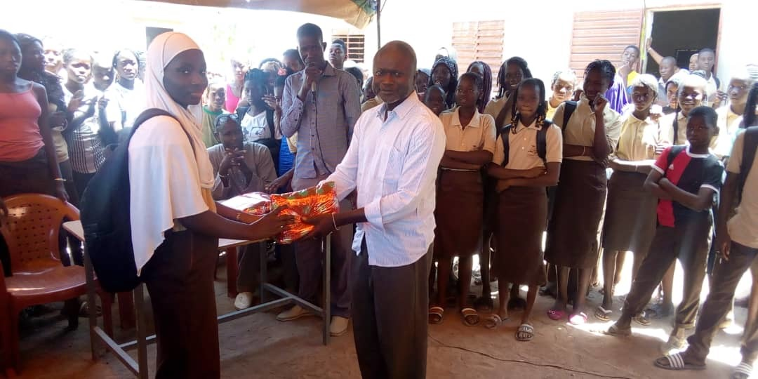 Senegal Tambacounda Student Receiving Her Prize After The Dictation Contest Organised By Mamady Diaoune Yes 15 On Gysd