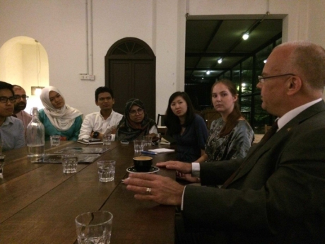 Mas Shak Shahsun Cafe Diplomacy Project And Grace Wason Yes Abroad Exchange Student Sitting Next To Swedish Ambassador