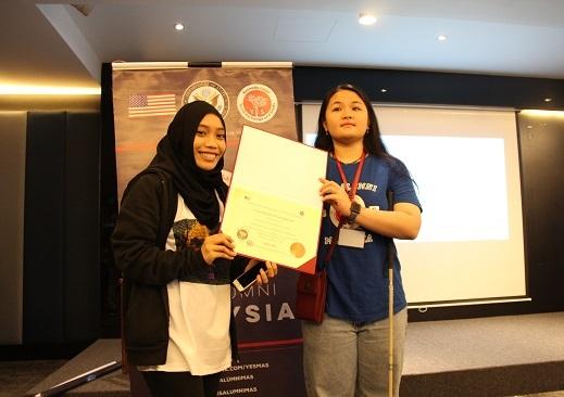 Article Pic Celine Banner Certificate Alum